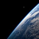 Почему космос черный?